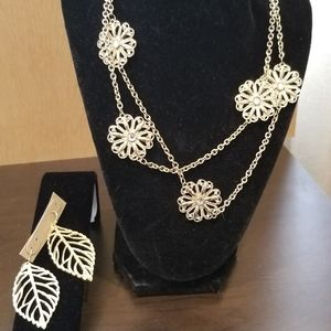 New Beautiful Boutique necklace and earrings